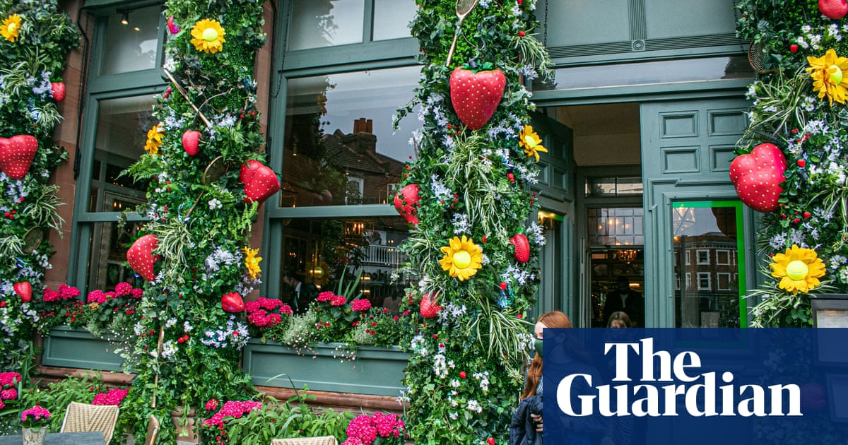 Wimbledon's restaurants and bars court public in hope for brisk trade