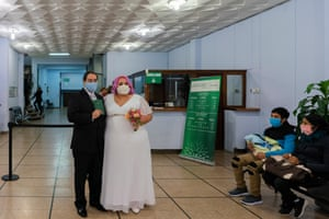 Newlyweds Mauricio Musso and Natalia Perera pose for a photo after they were married at the civil registry office, amid the pandemic, in downtown Montevideo, Uruguay, Friday, May 15, 2020. © Matilde Campodónico / Covid Latam