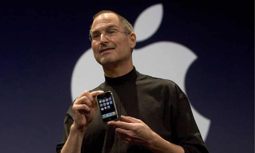 Steve Jobs introduces the new iPhone in San Francisco, January 2007.