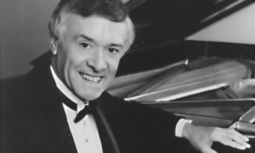 Derek Smith toured with Benny Goodman and played on cruises and at festivals