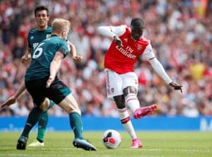 Arsenal's Nicolas Pepe on the ball.