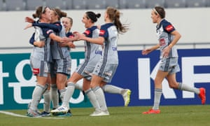 Melbourne Victory players celebrate Grace Maher's goal