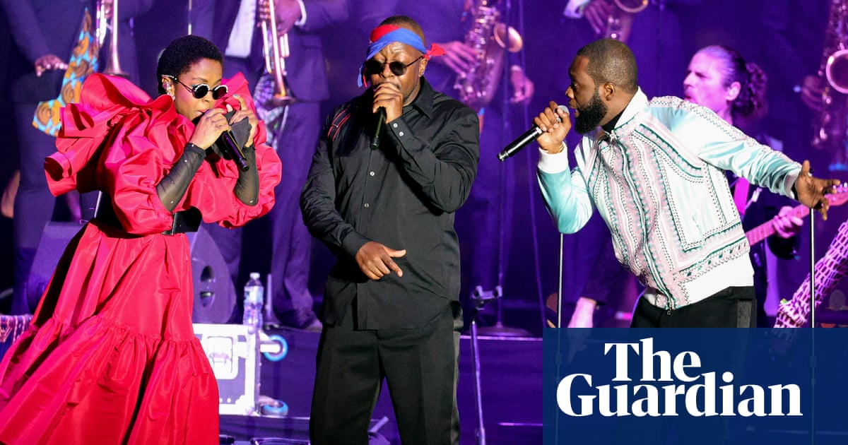 Fugees return to New York for their first gig in 15 years … after a three-hour wait