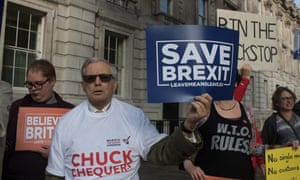 Protest Outside Downing Street To Save BrexitLONDON, UNITED KINGDOM - OCTOBER 16: A group of protesters with placards outside Downing Street against the proposed Chequers deal by Prime Minister Theresa May to Save BrexitPHOTOGRAPH BY Amer Ghazzal / Barcroft Images