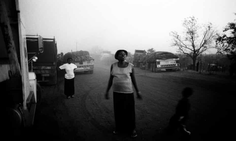 Women in a Zambian border town in 2005