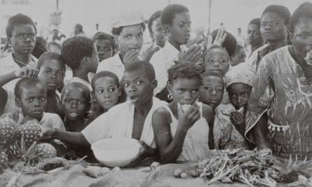 Customers queue for pineapple in Luanda in 1977