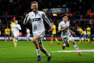 Oli McBurnie celebrates after scoring for Swansea against Birmingham City during the 2018-19 season.