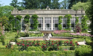 A conservatory building and rose gardens in Longleat.