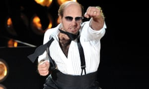 Tom Cruise performs as les Grossman at the 2010 MTV movie awards.