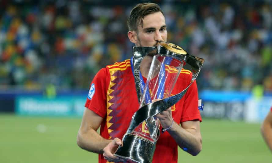 Player of the tournament Fabian Ruiz with the trophy