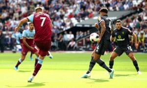 Andriy Yarmolenko doubles West Ham's lead.
