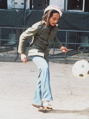 Bob Marley, che è morto di cancro alla pelle, si è sviluppato sotto l'unghia del piede.