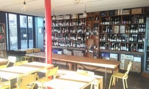 La Ligne Rouge, Bar à Vins du monde et d'ailleurs, Bordeaux. from https://www.facebook.com/lalignerouge33/