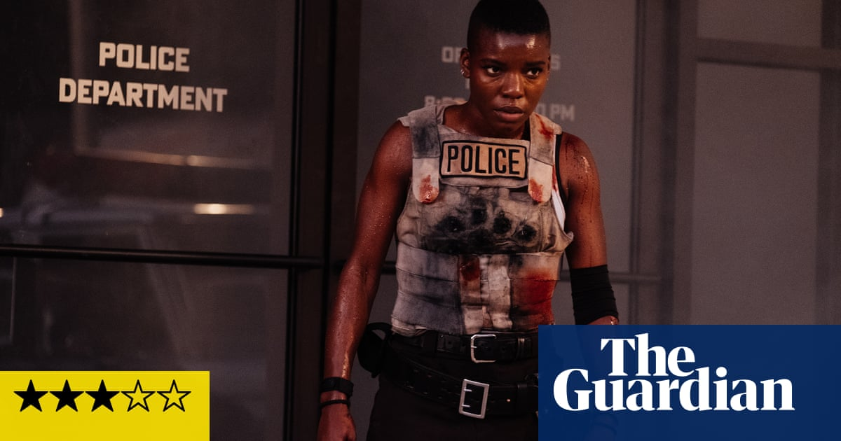 Copshop review – taut, 70s-style actioner