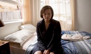 Detective Robin Griffin (Elisabeth Moss) in Top of the Lake