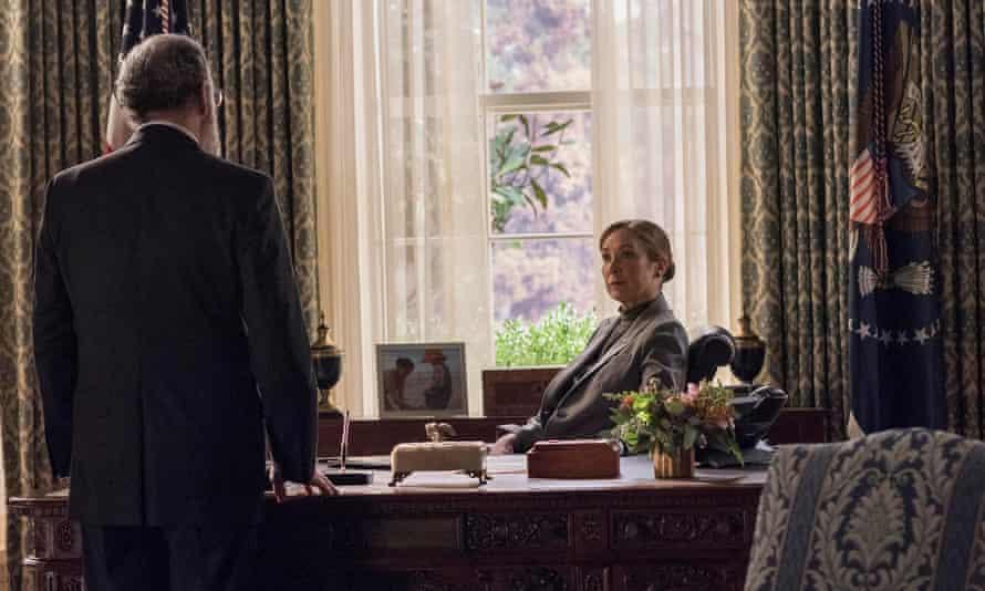 Mandy Patinkin as Saul Berenson and Elizabeth Marvel as President Keane