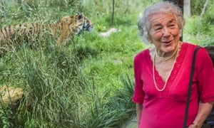 Judith Kerr at London Zoo in 2016, with a tiger in the background