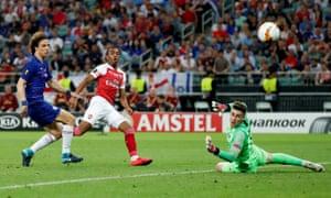 Arsenal's Joe Willock shoots wide.