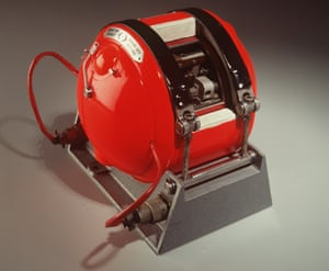 1960 Australian Design awards winner Black Box Flight Recorder Black Box Flight Recorder, invented by Dr David Warren of Aeronautical Research Labs.