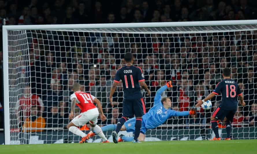 Bayern Munich's Manuel Neuer made an incredible reflex save from Theo Walcott's header to deny Arsenal a first-half lead.