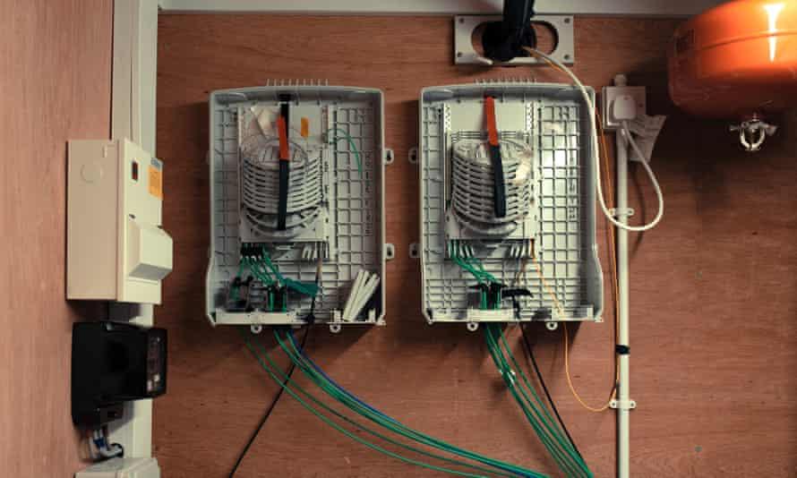 fibre-switching equipment