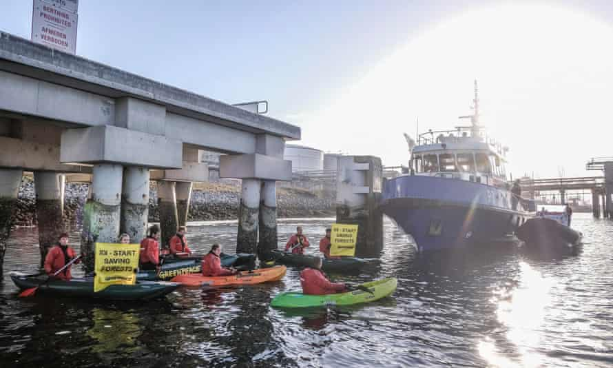 Greenpeace activists close off access to IOI's Croklaan refinery, preventing palm oil being unloaded from incoming oil tankers.