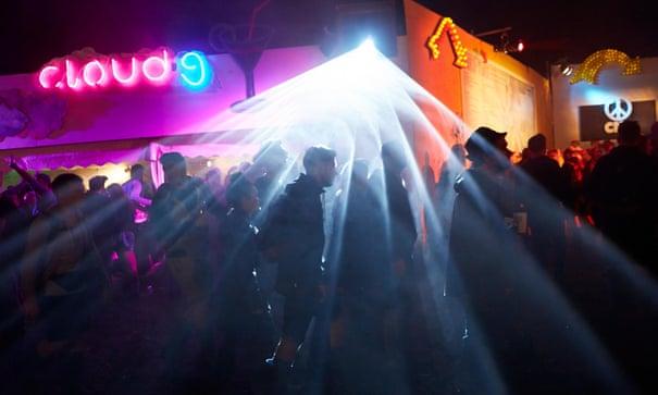 Glastonbury 2015 after dark – ravers seek unbridled dance