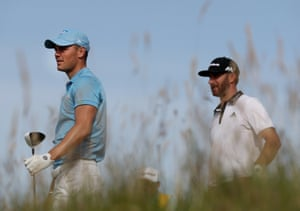 A bogey-free round for Martin Kaymer whilst Dustin Johnson finishes level.