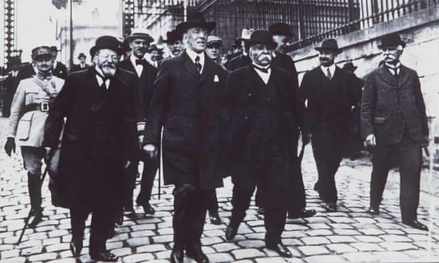 Woodrow Wilson leads a group of people at the peace conference after the first world war.