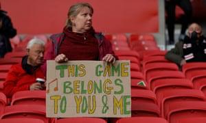 A fan makes her feelings clear.