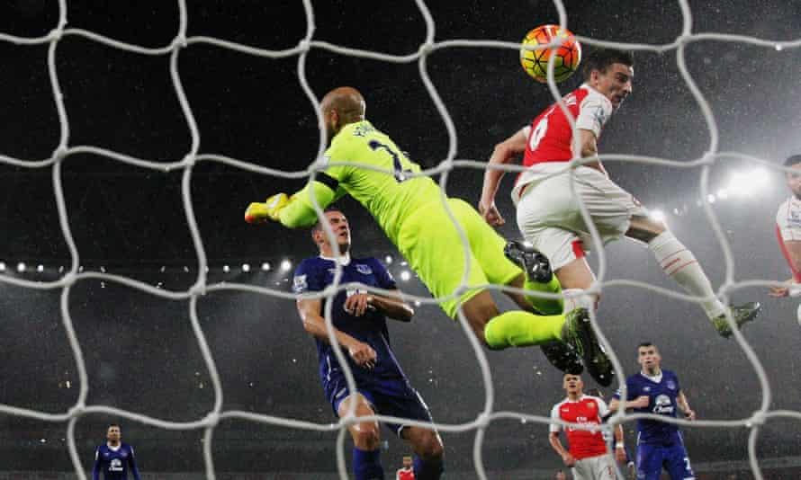 Laurent Koscielny scores for Arsenal v Everton