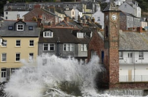 Cornwall: Large waves hit the sea wall with the arrival of Storm Ellen in Kingsland