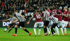 Newcastle United's Salomon Rondon takes a free kick as Christian Atsu crouches behind the defensive wall.