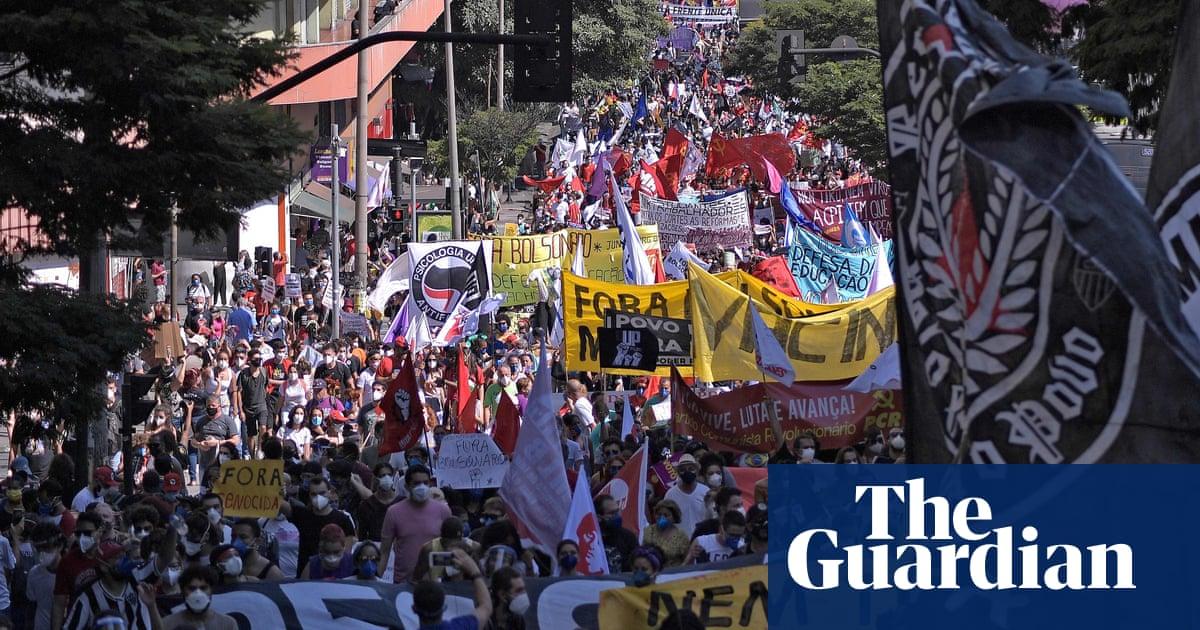 'No to dictatorship': thousands of Brazilians rally against Bolsonaro – video