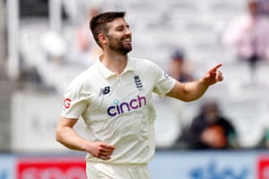 Mark Wood celebrates getting Ross Taylor for 33.