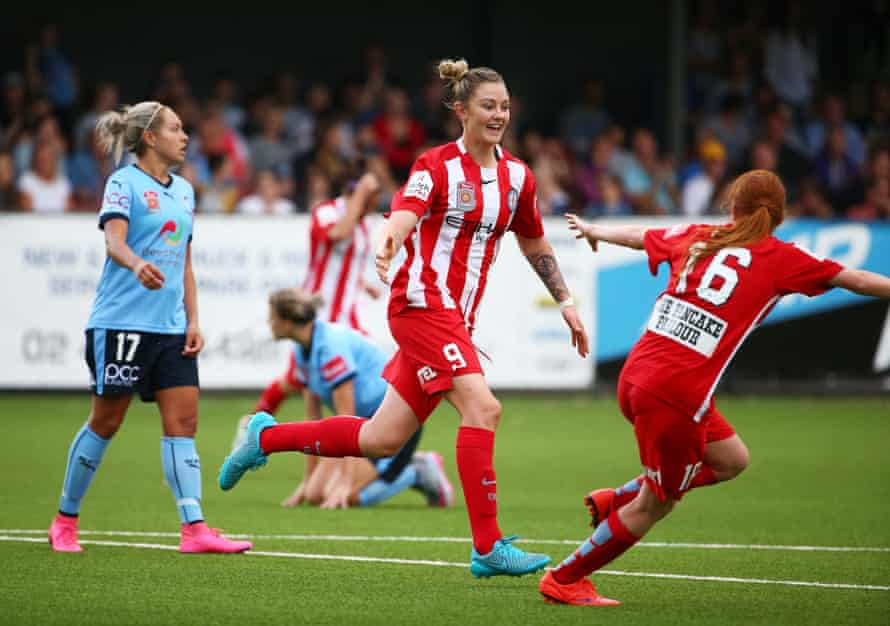 Larissa Crummer is well on course to win the W-League's golden boot after a storming start to her Melbourne City career.