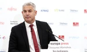 Stephen Barclay speaking at a Europa Press event in Madrid.