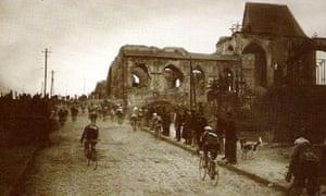 Riders during the Paris-Roubaix 1919.