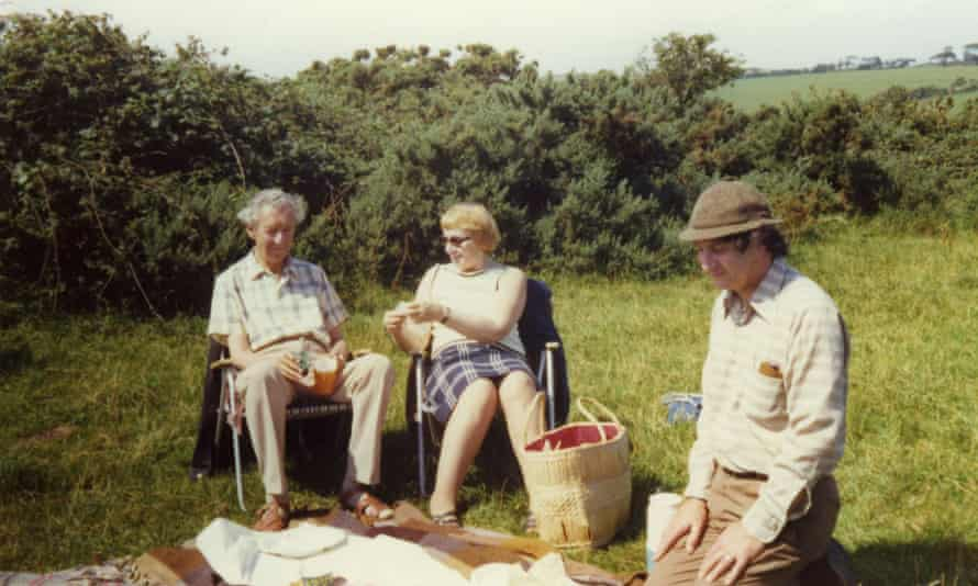 Benjamin Britten, left, picnicking with Kathleen and Donald Mitchell in Friston, Suffolk, in 1974.
