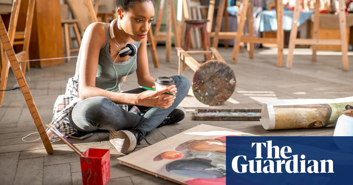 Ministers could limit student numbers on lower-earning arts degrees in England