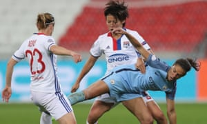 Carli Lloyd of Manchester City battles with Saki Kumagai and Camille Abily of Olympique Lyon