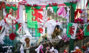 Tributes to Carl Sargeant in Connah's Quay