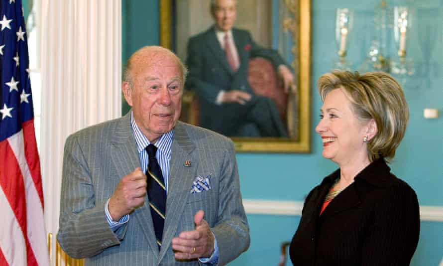 George Shultz, left, meeting one of his successors as secretary of state, Hillary Clinton, at the state department, 2009.