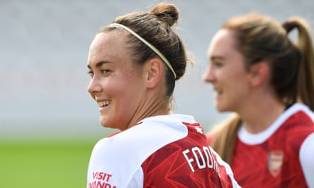 Caitlin Foord playing for Arsenal