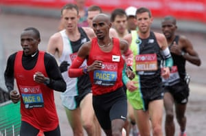 Mo Farah in his red pacemaker's vest.