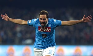 Gonzalo Higuaín grabbed two fine striker's goals to take his tally for the season to an impressive 14 and send Napoli above Internazionale at the top of Serie A.