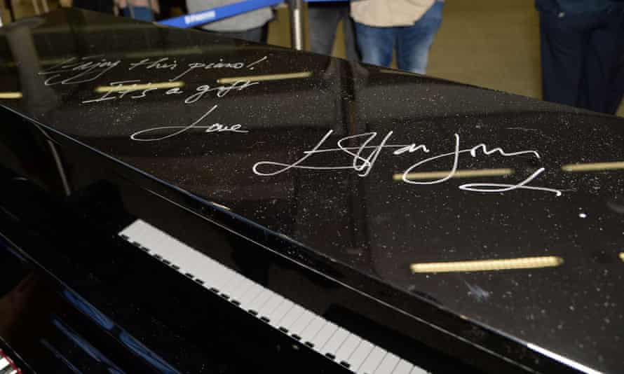 Elton John penned a message on the piano after playing it