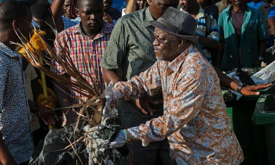 Tanzanian president John Magufuli joins a clean-up event in Dar es Salaam on 9 December 2015.