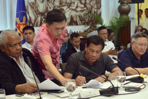 Rodrigo Duterte signs the report he submitted to congress for declaring martial law in Mindanao