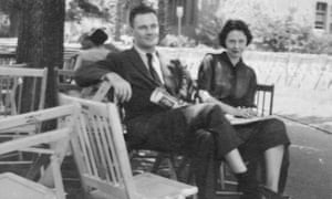 Robert Lowell and Elizabeth Hardwick sitting outside in the 1950s.